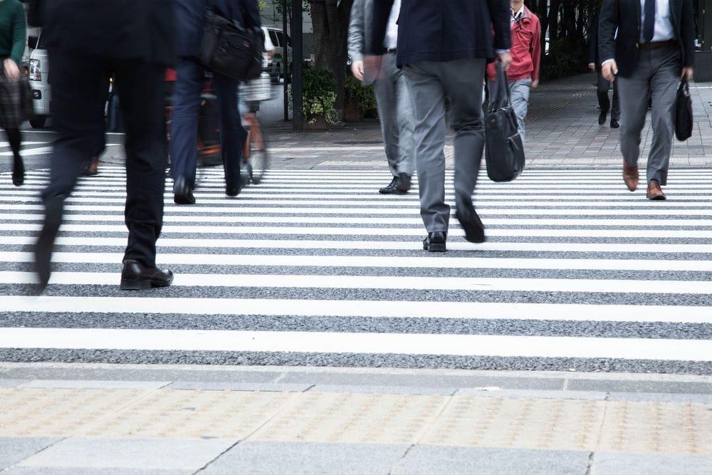 การป้องกันอาการปวดขา เวลายืนนานๆ